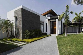 China Geprefabriceerde Bungalowhuizen, het Vrije Huis van de het Kader Prefabuitrusting van het Ontwerp Lichte Staal leverancier